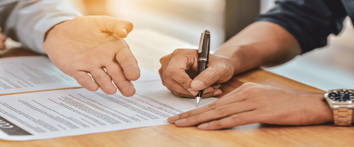 Assinando contrato